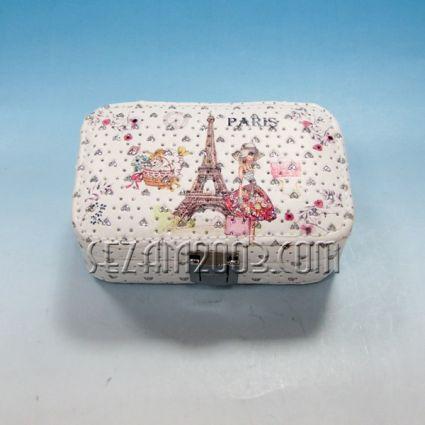 Кутия за бижута  от изк.кожа+камъни с  огледало