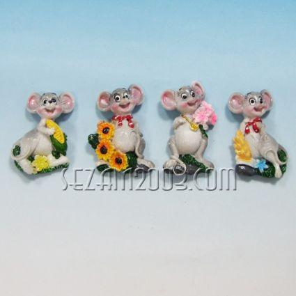 Мишка с цветя - магнит за хладилник от резин