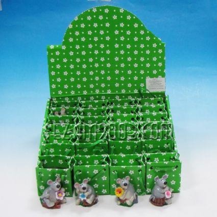 Мишка от резин в подаръчна торбичка от хартия в мострена кутия