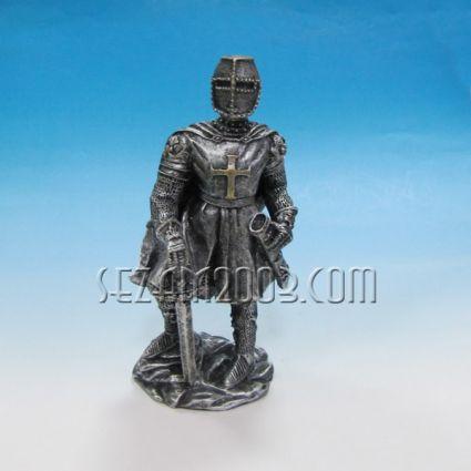 РИЦАР с меч - фигура от резин