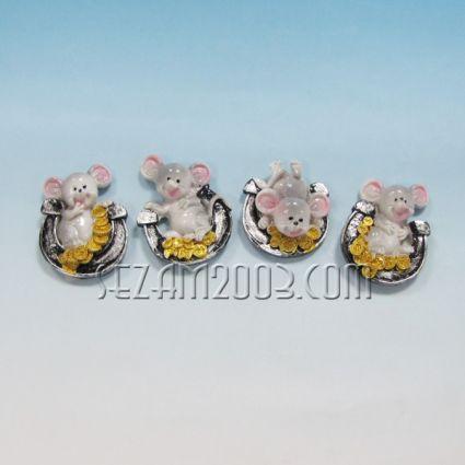 Мишка  с подкова магнит за хладилник от резин