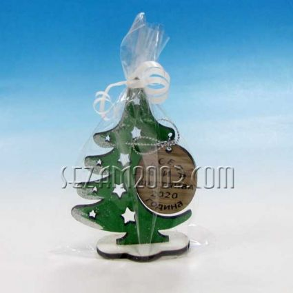 Коледна елха  с пожелания от дърво и ажурена декорация