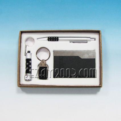 Подаръчен к-т мъжки - химикал+визитник+ключодържател+фенерче с батерии
