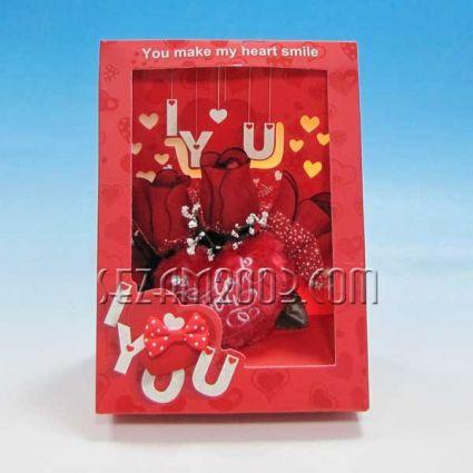 Св.Валентин-Подаръчен комплект от хартия и плат-светеща с  рози и сърце