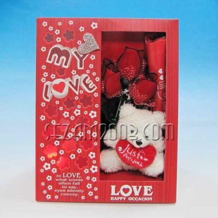 Св.Валентин-Подаръчен комплект от хартия и плат -светеща с  рози и мече