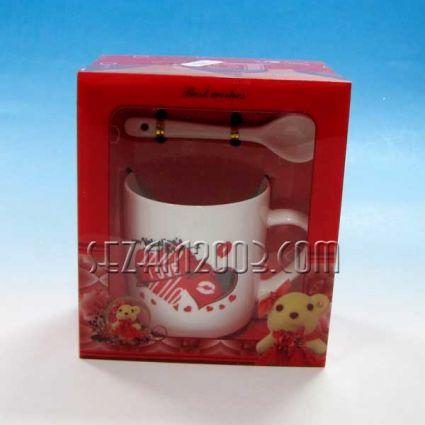 Св.Валентин -Подаръчен комплект - порцеланова чаша и лъжичка
