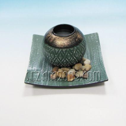 Свещник с чинийка от мдф и декорация от камъчета