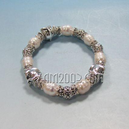 Гривна от речна перла и метални елементи