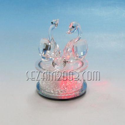 Лебеди двойка на светеща поставка с батерии - фигура от стъкло