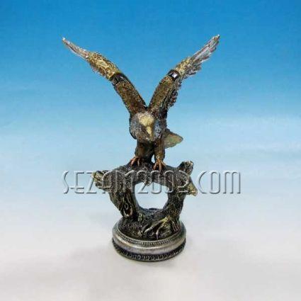 Орел на поставка - фигура от резин