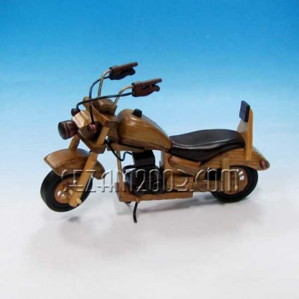Мотор - сувенир от дърво
