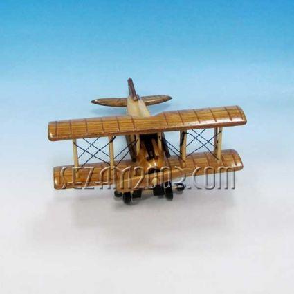 Самолет от дървени елементи