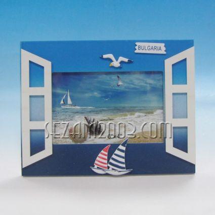 Прозорец - рамка за снимки от дърво с морска декорация и надпис България