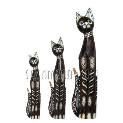 Cats made of wood decorated