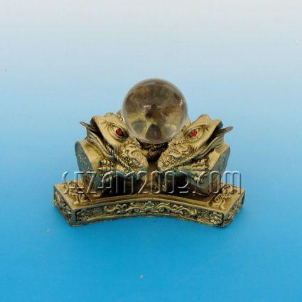 Три Жаби с кристална сфера - фигура фън шуй