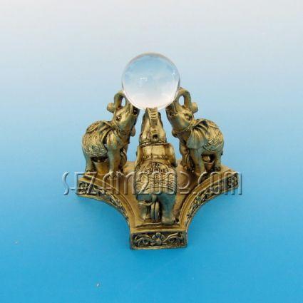 Три Слона с кристална сфера - фигура фън шуй