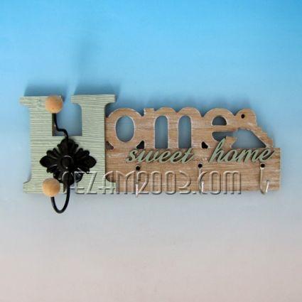 Закачалка стенна от дърво декорирана - НОМЕ