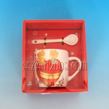 Св.Валентин -Подаръчен комплект- порцеланова чаша и лъжичка