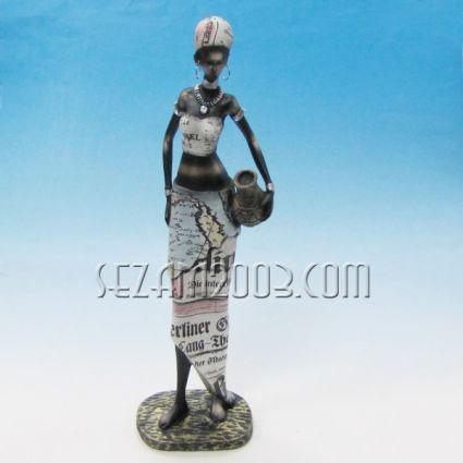 Африканска жена -  фигура от резин