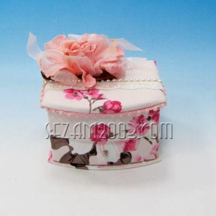 Кутия за бижута декорирана от плат с огледало