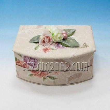 Кутия за бижута-ракла от плат с декорация и огледало