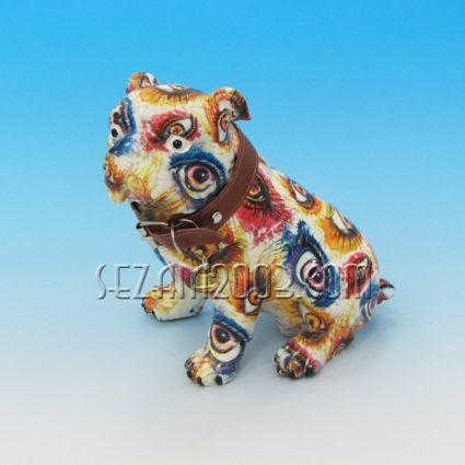 Куче булдог декорирано от резин